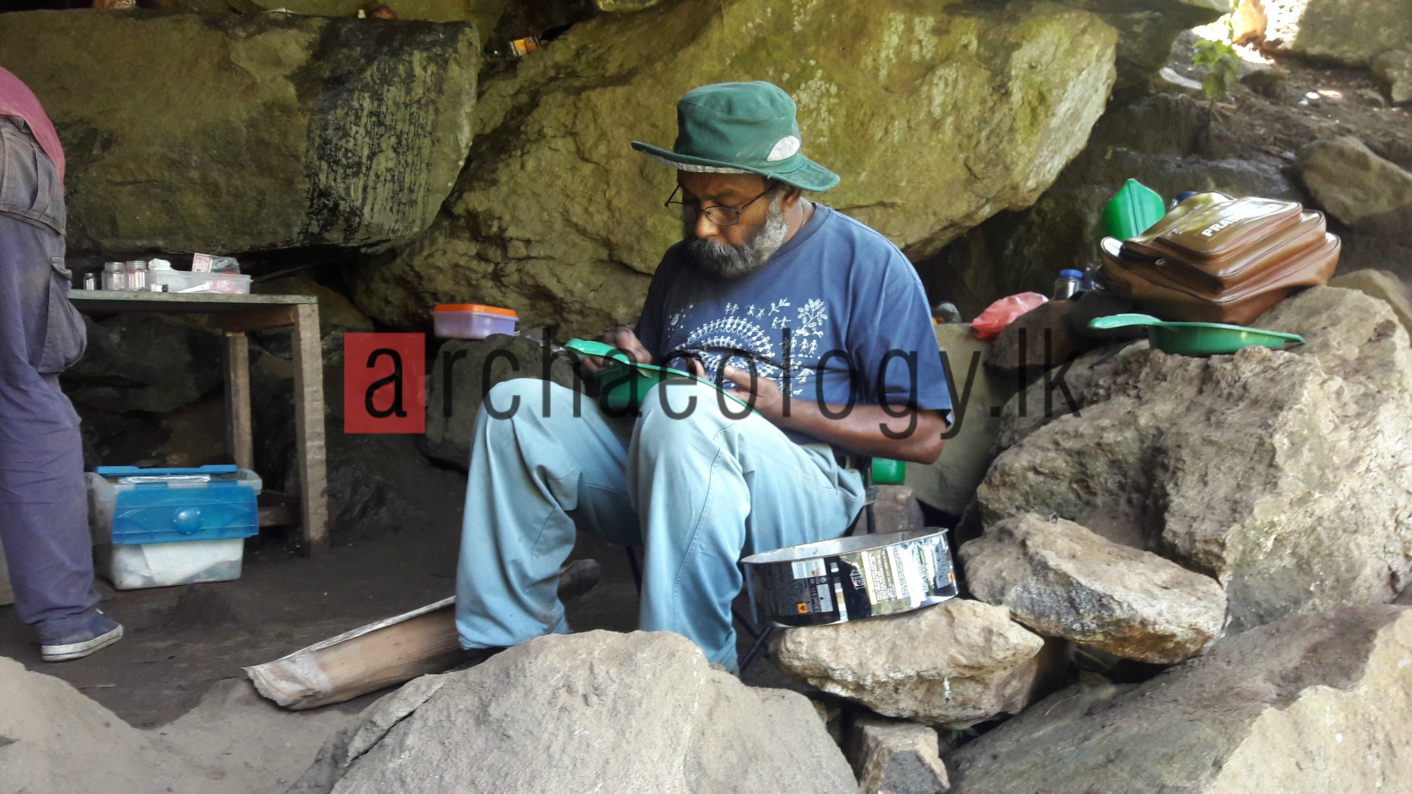 Excavating Alugalge: archaeology.lk visits the excavations of the prehistoric site